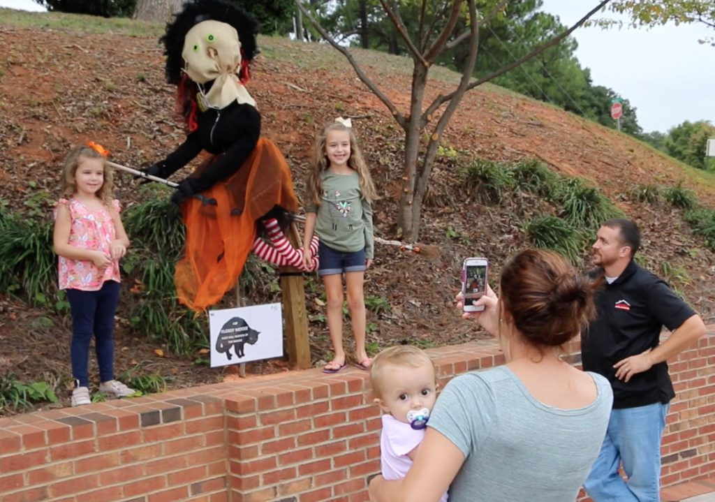 fort-mill-scarecrow-stoll-contest-family